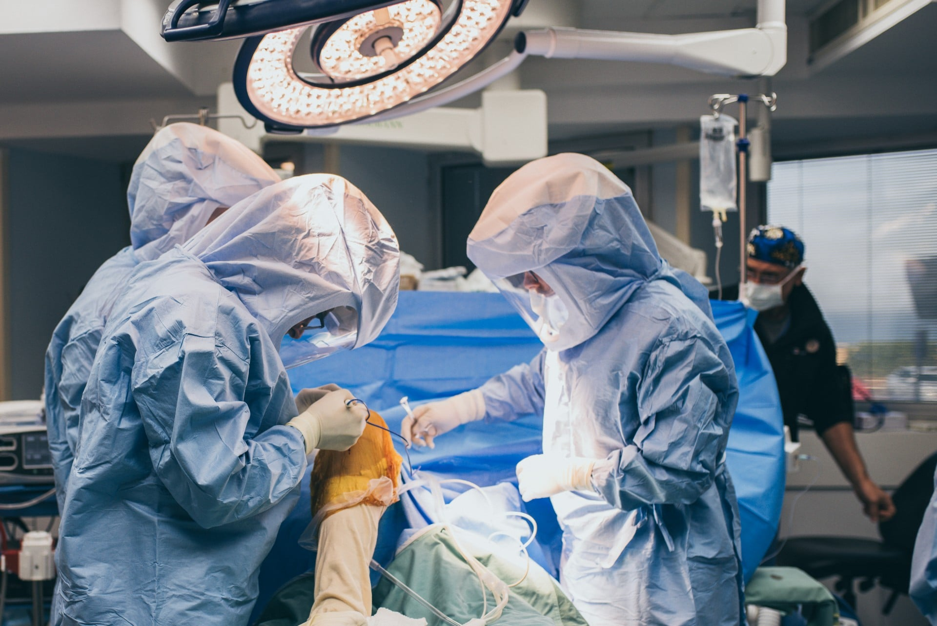 כאבי מפרקים וכאבי ברכיים – מתי הגיע הזמן לראות רופא מומחה?